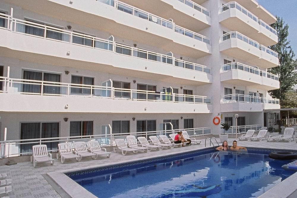 Appartamenti playa sol 1 ibiza appartamenti economici eivissa - Piscina laghetto playa prezzo ...
